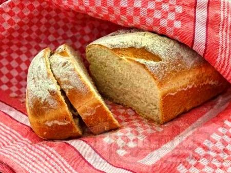 Домашен мек бял хляб с хрупкава коричка със суха мая на фурна - снимка на рецептата